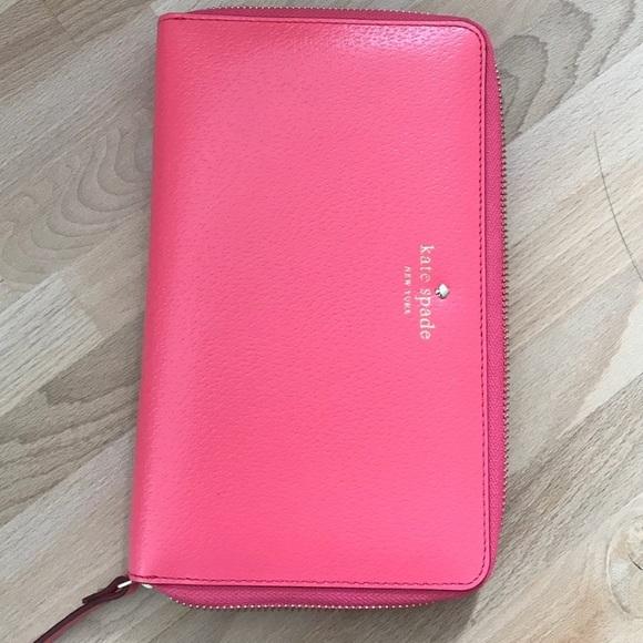 kate spade Handbags - 🎉HOST PICK 🎉Kate Spade Travel Continental Wallet